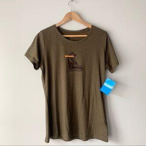 Columbia sledding bear shirt